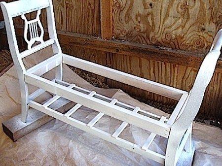 Ретро-скамейка из старых стульев