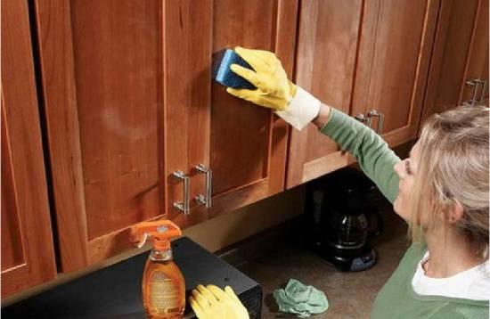Как быстро отмыть кухонные шкафы от грязи, жира
