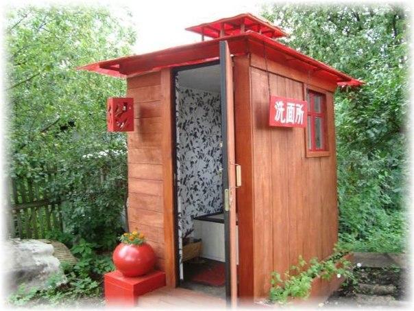 Как устранить запах в дачном туалете?