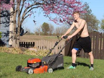 Защищаемся от солнца во время работы в саду