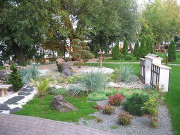 Если на участке много камней, сделайте японский сад