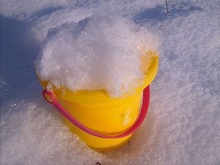 Снег в теплицу- хороший урожай осенью