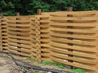 Из чего и как сделать забор на даче?